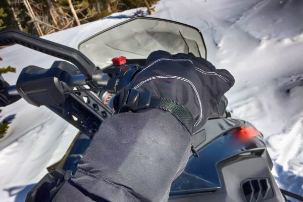 An in depth review of the best snowmobile gloves in 2018