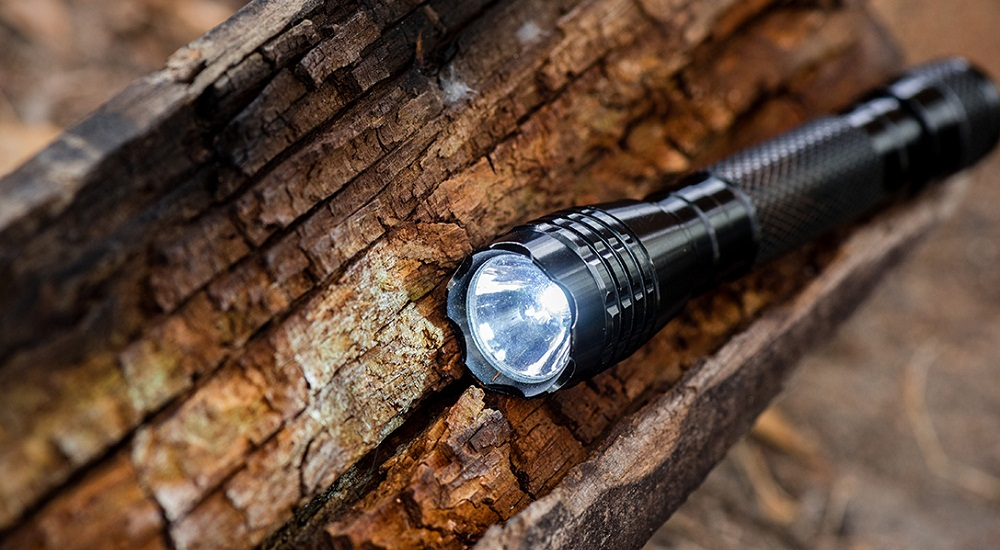 10 Best Aa Flashlights Reviewed Amp Rated In 2019 Thegearhunt