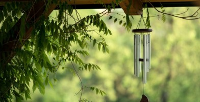an in-depth review of the best wind chimes of 2017.