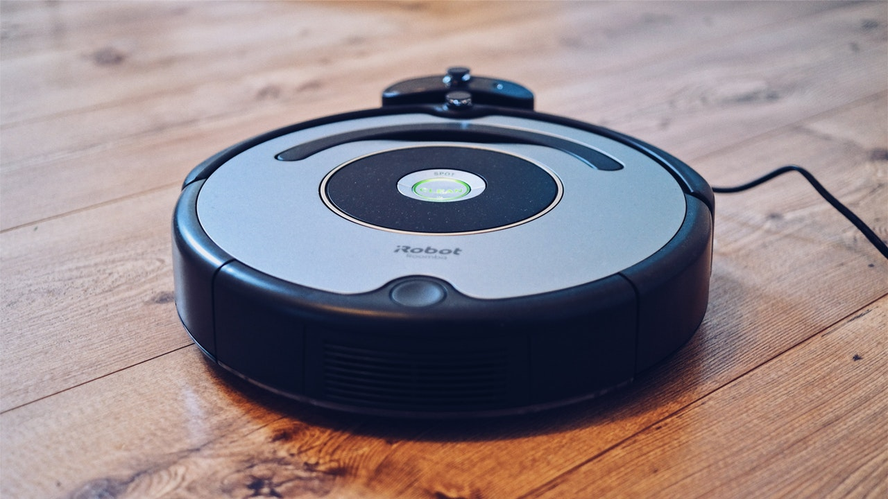 An in-depth review of the best robotic vacuums available in 2018.