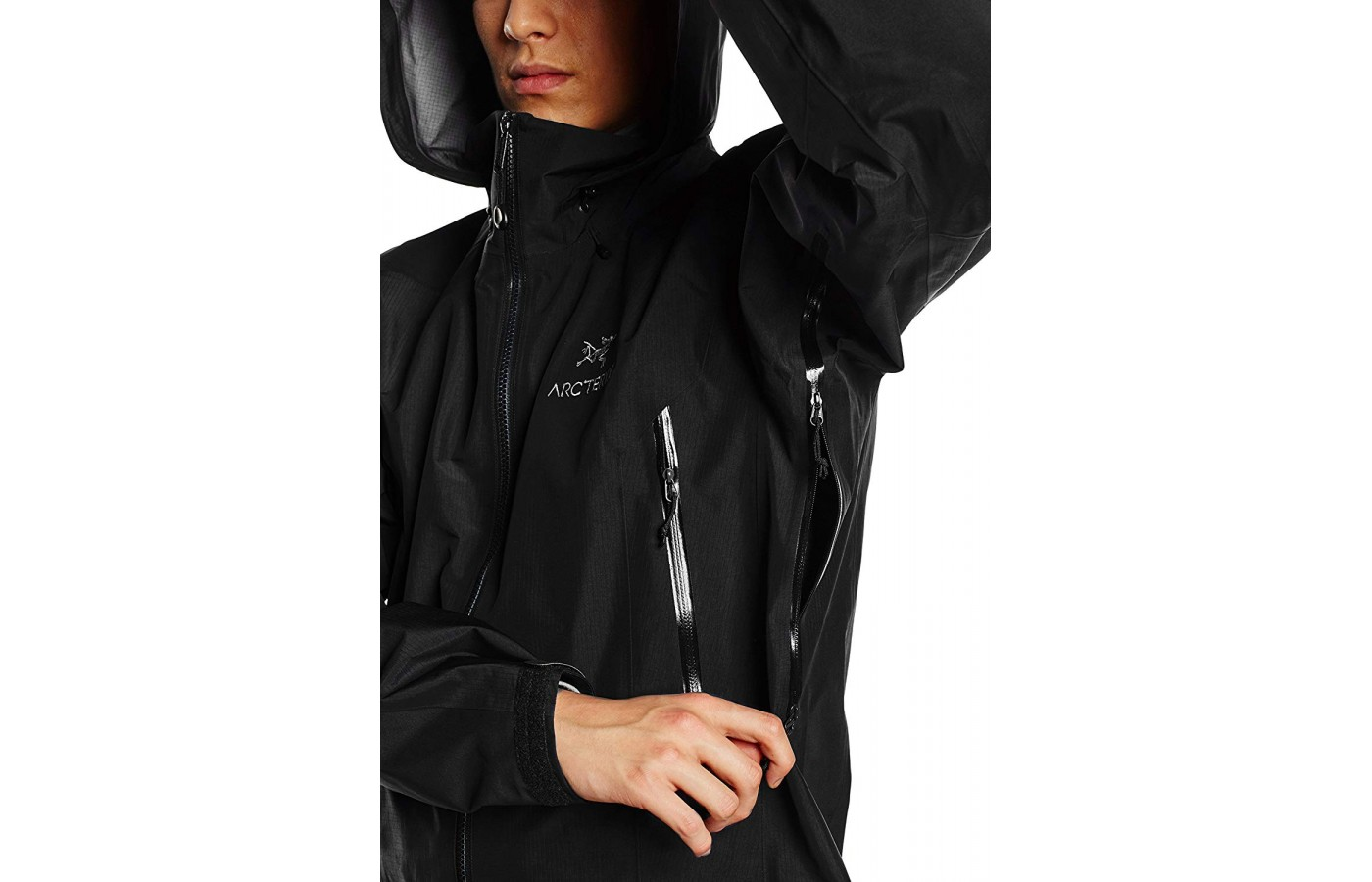This version of the jacket has all the stellar features provided by other Arc'teryx jackets such as watertight zippers and a four-point storm hood that is adjustable.