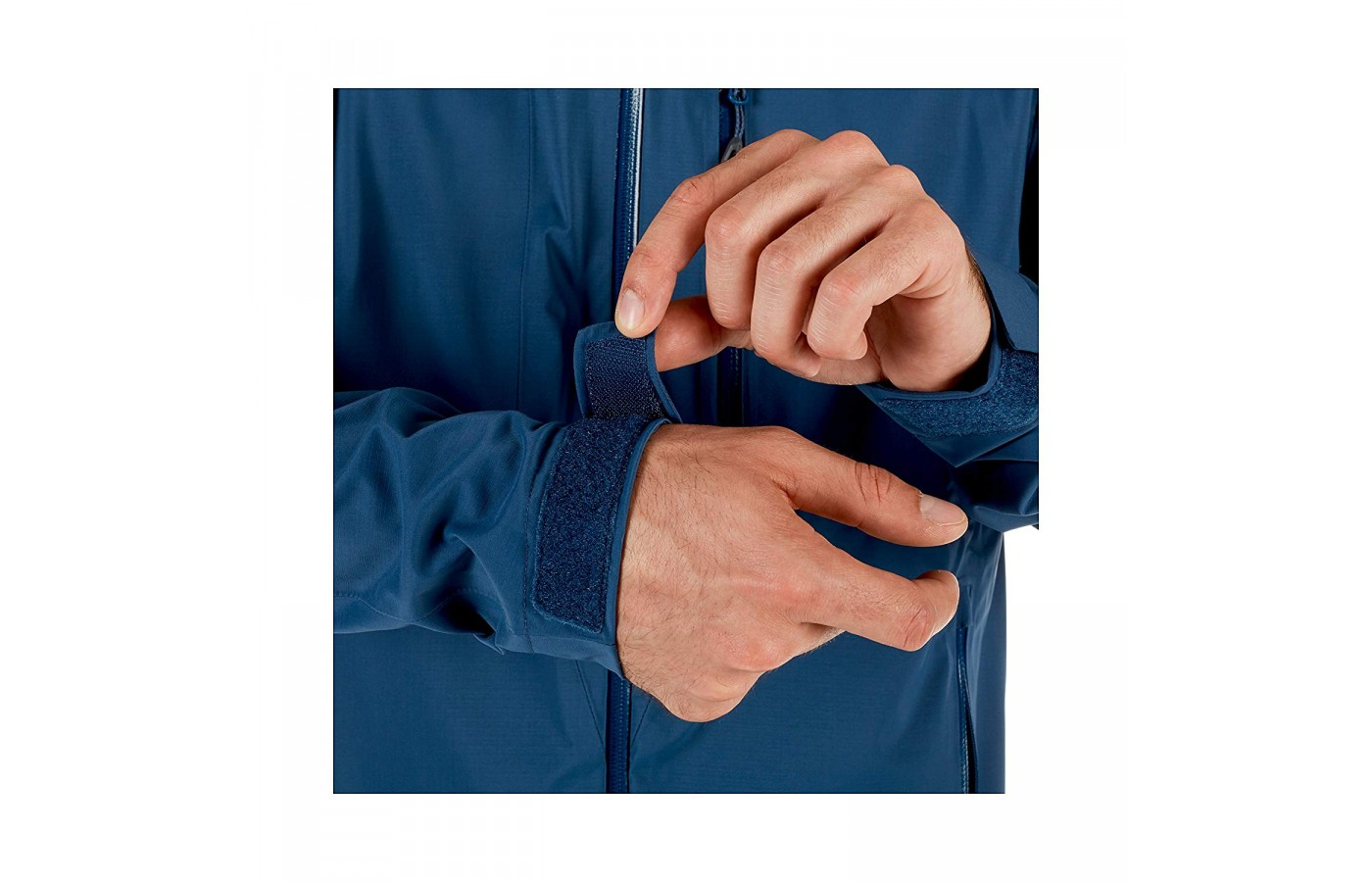 The Velcro sleeve tighteners are also intended to keep wind out of the jacket and thereby further keep you snug and warm.