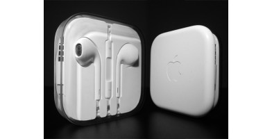 An in-depth review of the Apple Earpods.