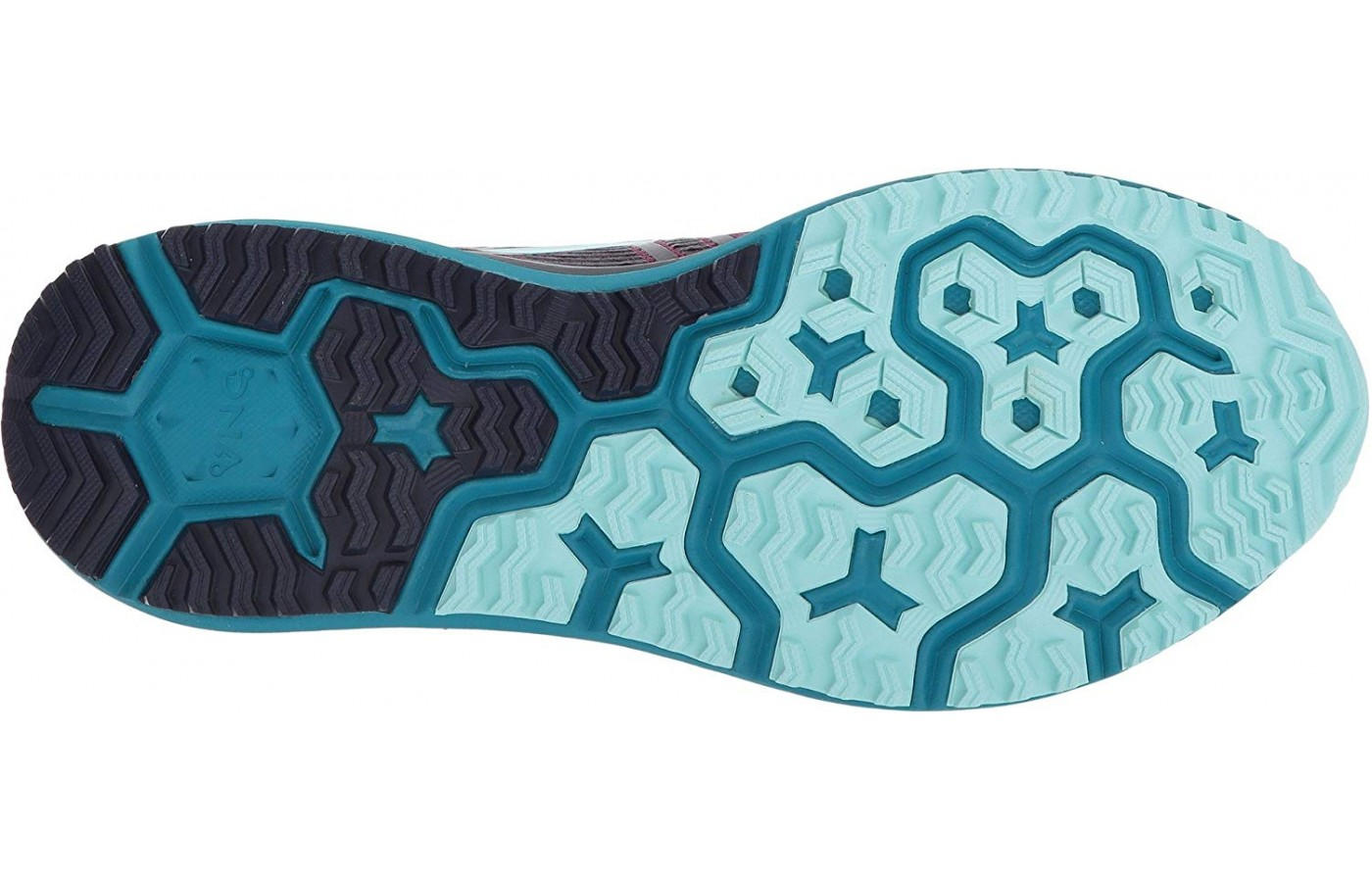 There are 3D hex-shaped gripping lugs on the outsole.
