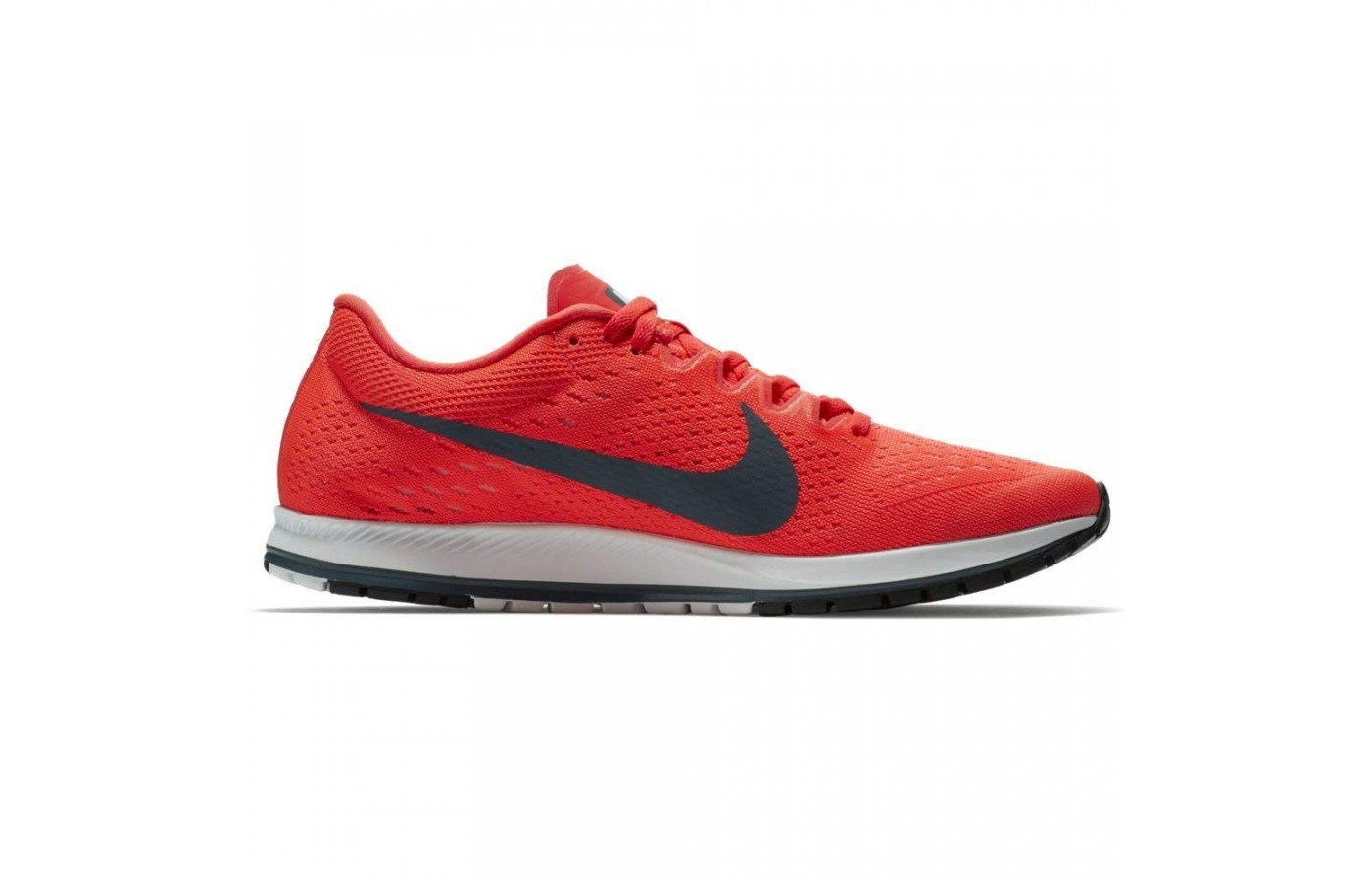 The Nike Zoom Streak 6 offers a responsive outsole for better performance.