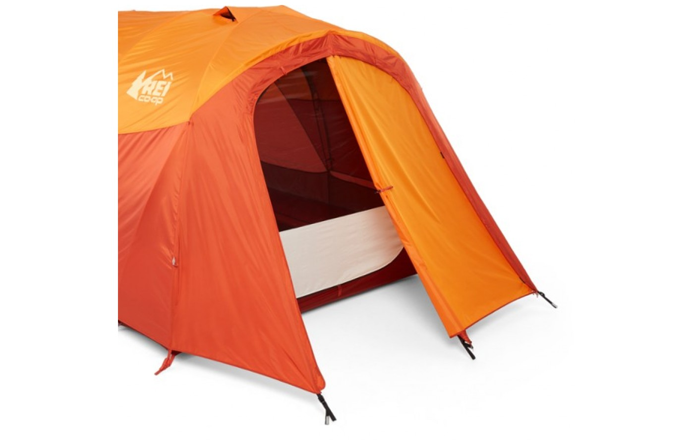 There is a spectacular large vestibule on one side of the fly to keep users dry while taking off jackets and shoes before entering the tent.