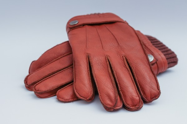 An in-depth review of the best deerskin gloves available in 2019.