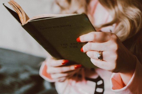 An in-depth review of the best gifts for readers available in 2019.