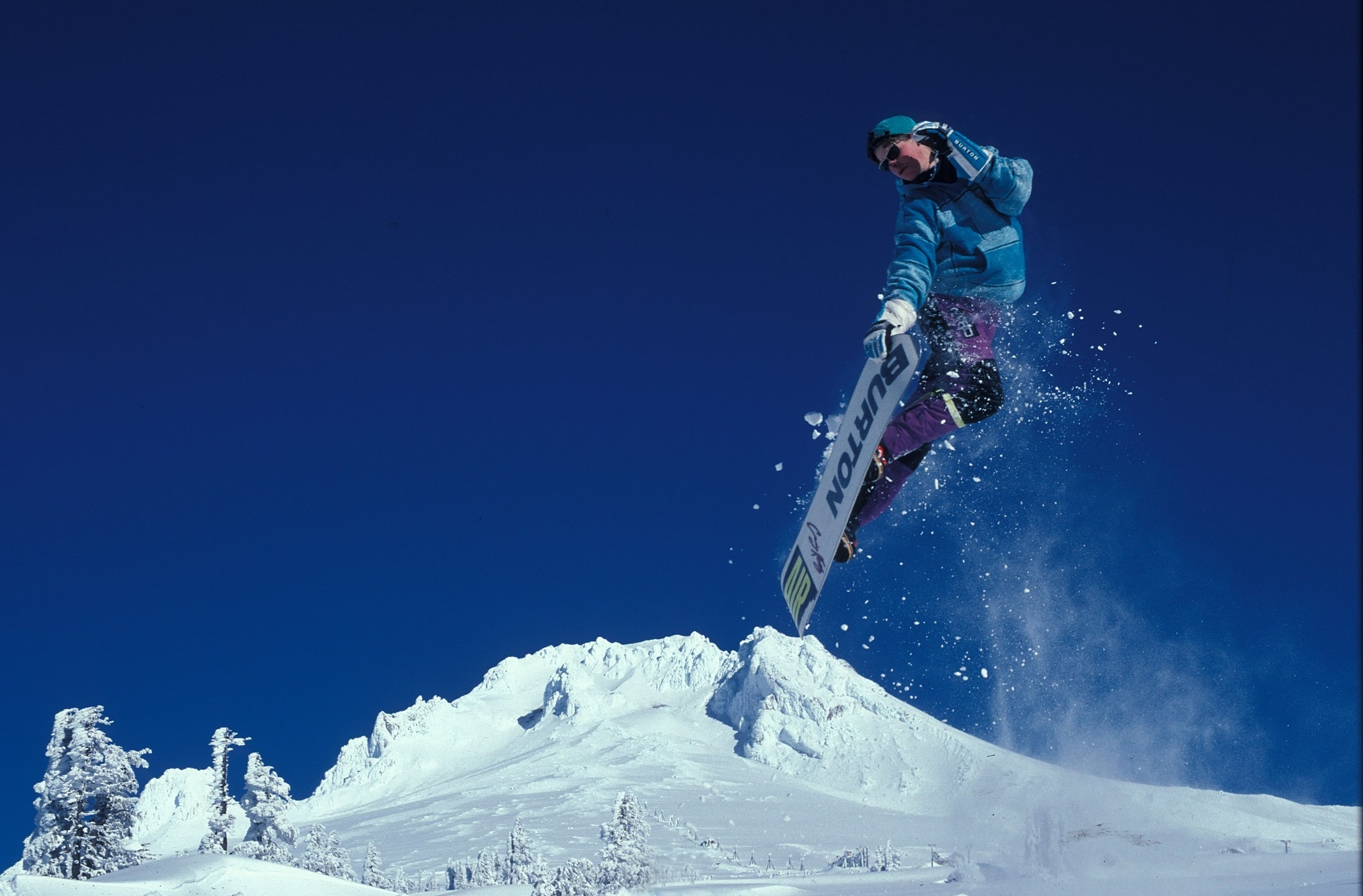 An in-depth review of the best gifts for snowboarders available in 2019.