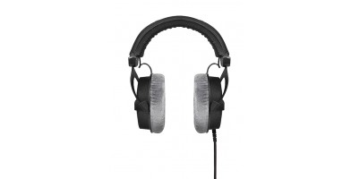 An in-depth review of the Beyerdynamic DT 990 Pro.