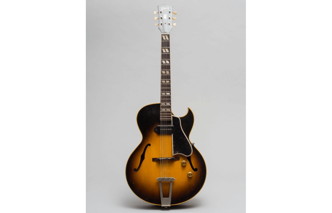 The ES 175 offers both vintage and new age in a perfect blend.