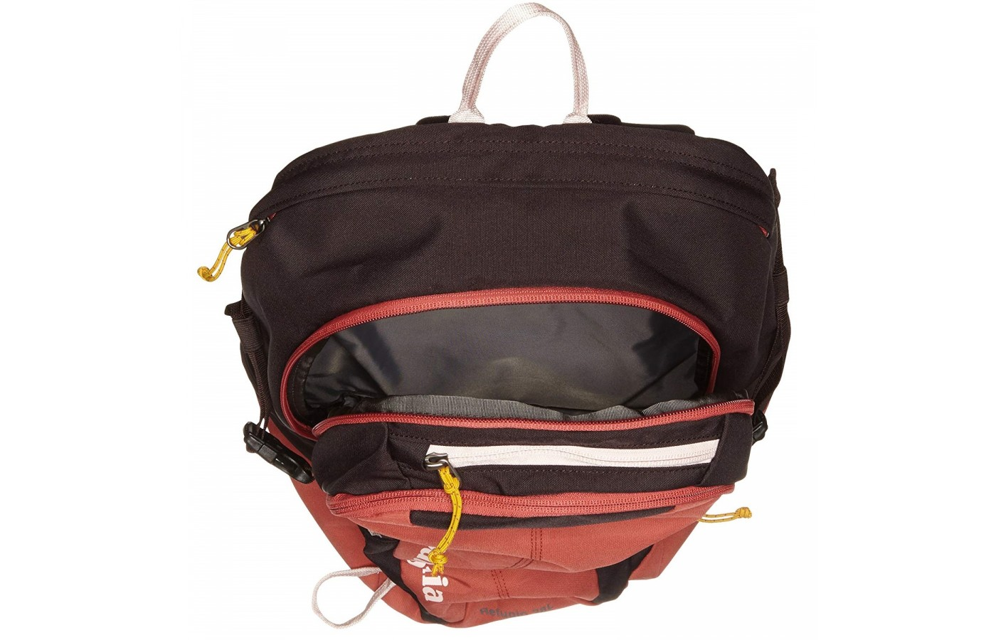 The Patagonia Refugio offers several organizational pockets for both organization and protection of your assets.