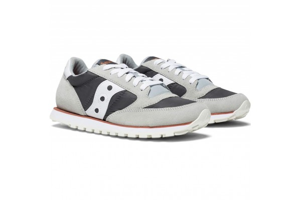 An in-depth review of the Saucony Jazz Low Pro.