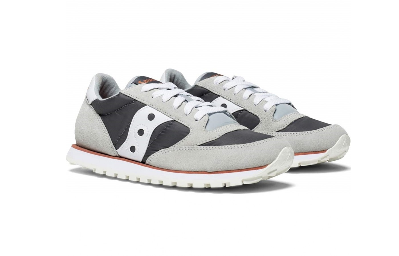The Saucony Jazz Low Pro offers a slim fitting nylon for a more fashionable design.