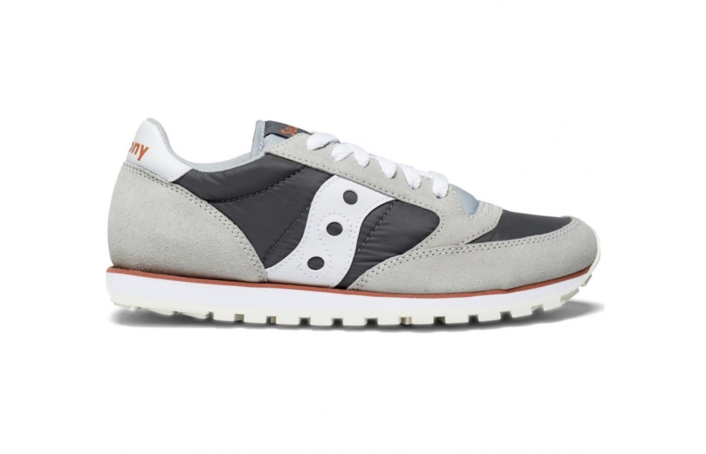 The Saucony Jazz Low Pro offers textile lining for a more comfortable and form-fitted fit.