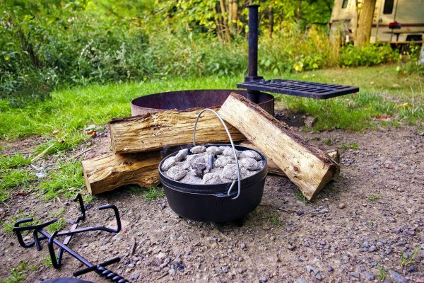 An in-depth review of the best cast iron pots available in 2019.