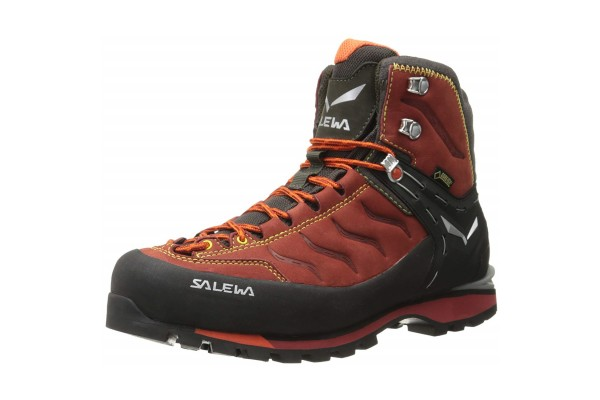 An in-depth review of the Salewa Rapace GTX.