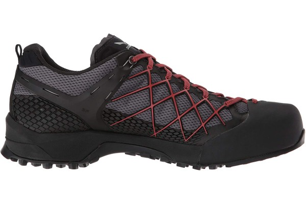 An in-depth review of the Salewa Wildfire GTX.