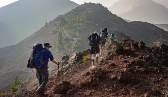 An in-depth guide to recognize symptoms and provide treatments for altitude sickness .