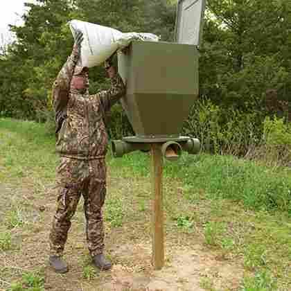 how does a deer feeder work