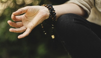An in-depth review on how to meditate for beginners.