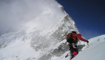 An in-depth guide about mountaineering that every beginner needs to read.