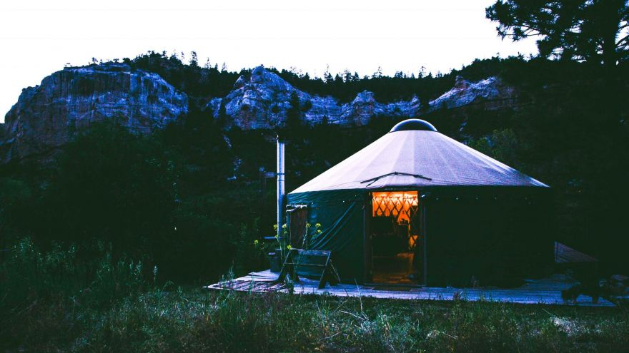 An in-depth guide on what is glamping.