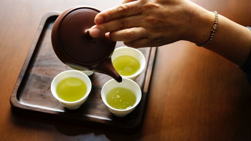 An in-depth review of the health benefits of green tea.