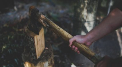 An in-depth guide on how to split wood.